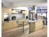 Кухня с островным расположением мебели