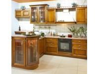 Остекленная барная стойка на классической кухне