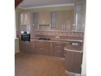 """Кухня - kit_0148 - Угловая кухня в частном доме. Фасады - МДФ+краска глянец с блёстками цвета какао и кофе с молоком. Столешница - влагостойкая итальянская Arpa. Крайние тумба и антресоль - радиусные закрытые. Размер кухни 3400*1800.<br>Для расчета цены подобной кухни укажите код этой кухни в заявке в графе """"Доп. информация"""" <a class=""""kuhni-foto-link"""" title=""""Расчет кухни онлайн"""" href=""""http://dobrotno.com.ua/zakazat-dizayn-kuhni"""" target=""""_blank""""> Рассчитать кухню</a>"""