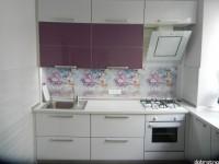 """Кухня - kit_0154 - Современная кухня в сталинке со столешницей, переходящей в подоконник. Фасады из МДФ+HPL пластик в алюминиевом Т-образном профиле и крашеное стекло RAL4001 в алюминиевом профиле без обхвата. Длина рабочей части кухни - 2500.<br>Для расчета цены подобной кухни укажите код этой кухни в заявке в графе """"Доп. информация"""" <a class=""""kuhni-foto-link"""" title=""""Расчет кухни онлайн"""" href=""""http://dobrotno.com.ua/zakazat-dizayn-kuhni"""" target=""""_blank""""> Рассчитать кухню</a>"""