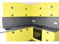 """Кухня - kit_0166 - Современная стильная угловая кухня с фасадами из МДФ+эмаль (краска) полумат, цвет RAL1016. Фрезеровка на фасадах - квадраты. Вытяжка встроена в верхний шкафчик. Столешница Arpa. Размер кухни 2000х1900мм.<br>Для расчета цены подобной кухни укажите код этой кухни в заявке в графе """"Доп. информация"""" <a class=""""kuhni-foto-link"""" title=""""Расчет кухни онлайн"""" href=""""http://dobrotno.com.ua/zakazat-dizayn-kuhni"""" target=""""_blank""""> Рассчитать кухню</a>"""