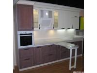 """Кухня - kit_0173 - Кухня с фасадами и карнизами из массива натурального ясеня. Нижние фасады и фасады пенала - коричнево-серая тонировка с белой патиной, верхние фасады и карниз - белая эмаль с бежевой патиной. Столешница из искусственного камня. Мойка монолитная со столешницей. Мойка приподнята относительно уровня основной поверхности столешницы для улучшения эргономики. Передвижной столик легко скользит на направляющих вдоль всей длины столешницы. Размер кухни 3400*600.<br>Для расчета цены подобной кухни укажите код этой кухни в заявке в графе """"Доп. информация"""" <a class=""""kuhni-foto-link"""" title=""""Расчет кухни онлайн"""" href=""""http://dobrotno.com.ua/zakazat-dizayn-kuhni"""" target=""""_blank""""> Рассчитать кухню</a>"""