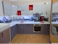 """Кухня - kit_0180 - Фасады на тумбах МДФ + шпон. Фасады на антресолях МДФ + эмаль глянец """"Люстр"""" RAL7047. Столешница влагостойкая с HPL-покрытием ARPA (Италия). Размер кухни 3000*1400. Стеновая стеклянная панель (скинали) """"Лондон"""".<br>Для расчета цены подобной кухни укажите код этой кухни в заявке в графе """"Доп. информация"""" <a class=""""kuhni-foto-link"""" title=""""Расчет кухни онлайн"""" href=""""http://dobrotno.com.ua/zakazat-dizayn-kuhni"""" target=""""_blank""""> Рассчитать кухню</a>"""