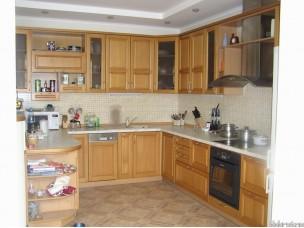 Кухня с фасадами из дерева (бук) kder-0016