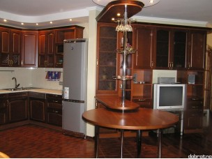 Кухня с фасадами из дерева (бук) kder-0018
