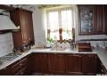 Кухня с фасадами из дерева kder-1312-1