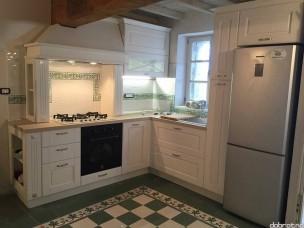 Кухня с фасадами из дерева kder-1345