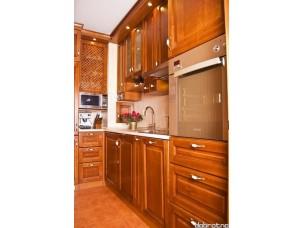 Кухня с фасадами из дерева kder-1357
