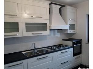 Кухня с фасадами из дерева kder-1372