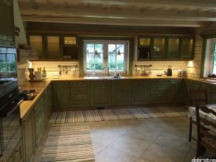 Кухня с фасадами из дерева kder-1373-1