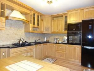 Кухня с фасадами из дерева kder-1411-1