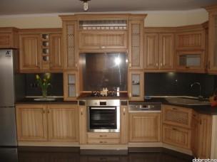 Кухня с фасадами из дерева kder-1595
