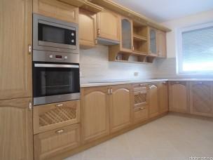 Кухня с фасадами из дерева kder-1601