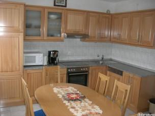 Кухня с фасадами из дерева kder-1702