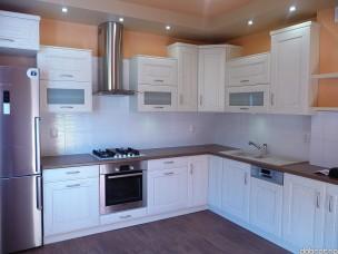 Кухня с фасадами из дерева kder-1712