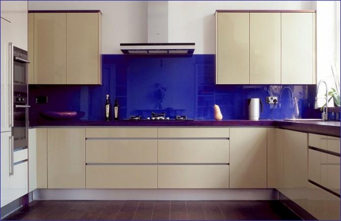 Фартук для кухни из синего стекла