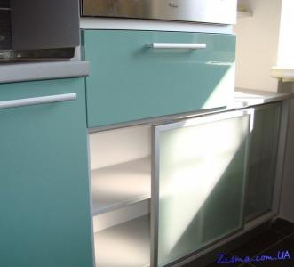 Раздвижные двери в антресоль для кухни