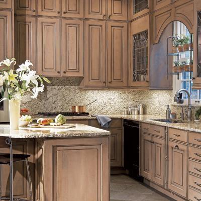 кухня с двухэтажными антресолями