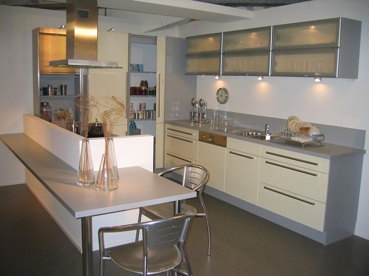 Элегантная угловая кухня студия