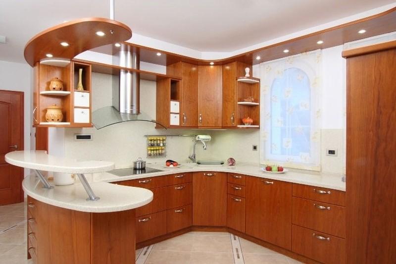 Кухня с подвесной панелью над барной стойкой